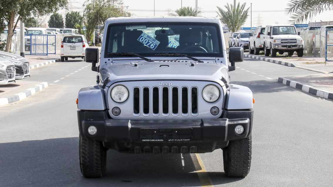 Jeep Wrangler 2016 Silver for sale on getthat com - AED 118,000